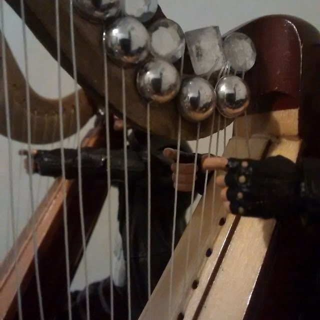 A close up of the threads made into harp strings.