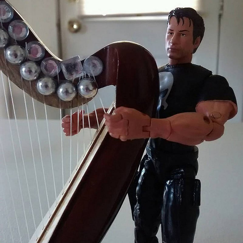 Thomas Jane, The Punisher, learning the two-fingered chord.